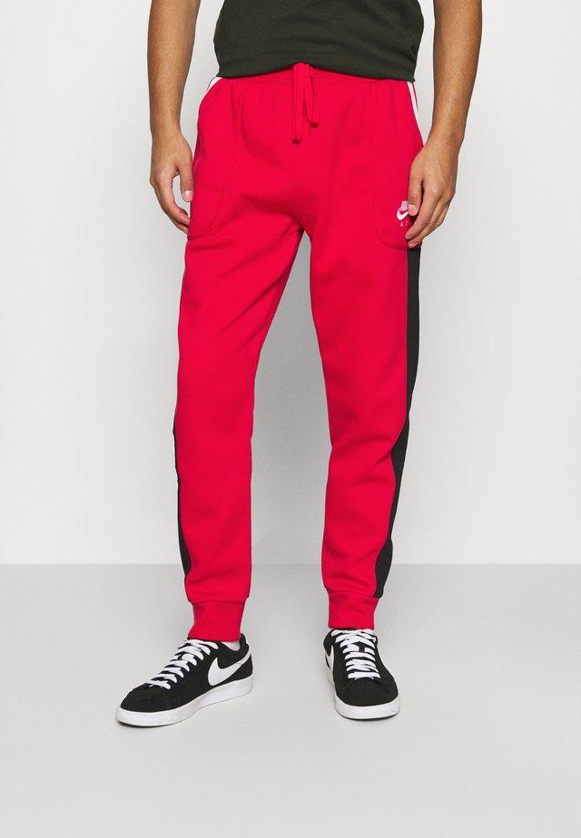 AIR - Teplákové kalhoty - university red/black/white