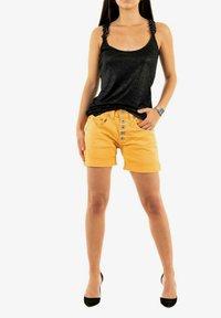 PLEASE - Shorts - yellow - 1