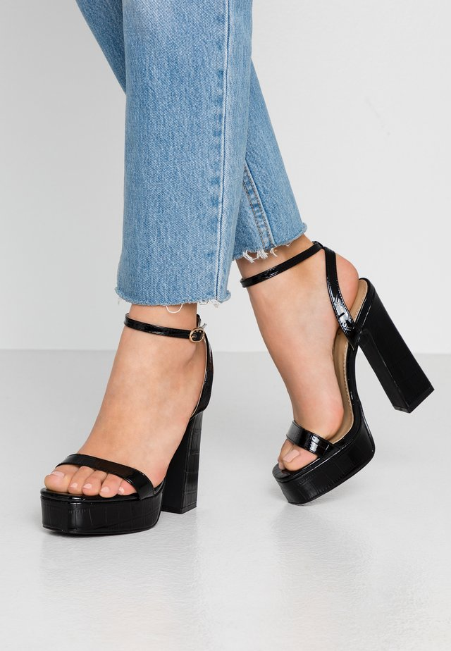 WIDE FIT GIANNA - Sandales à talons hauts - black