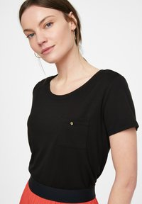 comma - Basic T-shirt - black - 3
