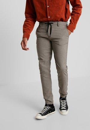 PANTS - Spodnie materiałowe - dark earth brown