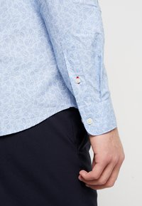 Selected Homme - SLHSLIMMARK WASHED - Formal shirt - skyway - 5