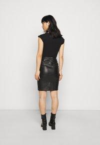 VILA PETITE - VIPEN NEW COATED SKIRT - Pencil skirt - black - 2
