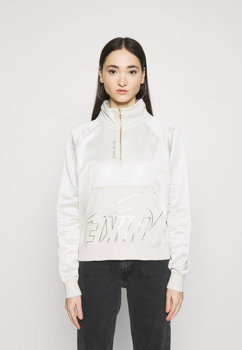 Nike Sportswear - Sweatshirt - orewood/oatmeal/metallic gold