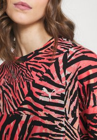 Puma - BOYFRIEND TEE - Print T-shirt - apricot blush - 4