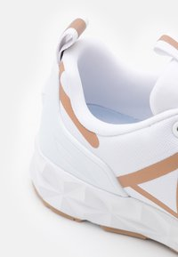 EA7 Emporio Armani - UNISEX - Tenisky - white/bronze - 5