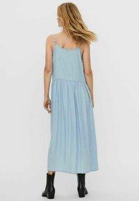 Vero Moda - ÄRMELLOSES - Maxi dress - light blue denim - 2