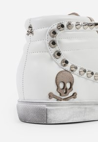 Scalpers - STUDS  - Sneakersy niskie - off white/beige - 7