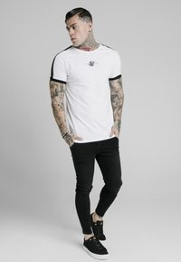 SIKSILK - RAGLAN TAPE GYM  - T-shirt con stampa - white - 3
