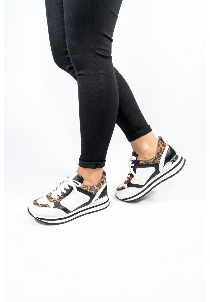 Gerry Weber - CALIFORNIA - Sneakers laag - weiss-silber