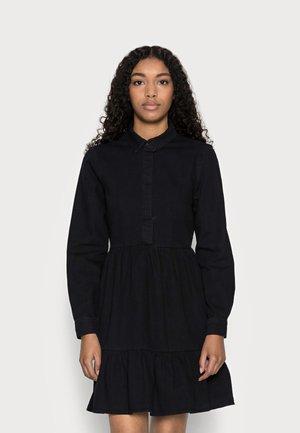 VMMARIA FRILL SHORT DRESS - Denimové šaty - black