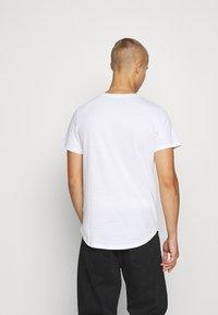 Jack & Jones PREMIUM - JPRBRODY TEE CREW NECK 5 PACK - Basic T-shirt - navy blazer/white/olive night/black/portroyale - 2