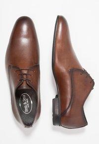 Brett & Sons - Elegantní šněrovací boty - cres cognac - 1