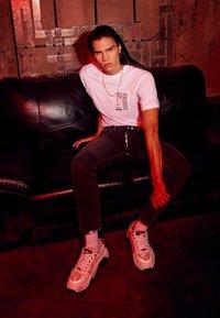 Versace Jeans Couture - Triko spotiskem - bianco ottico - 1
