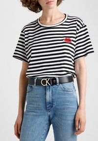 Calvin Klein - LOGO BELT - Pásek - black/light gold-coloured - 1