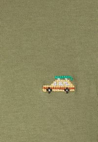 REVOLUTION - Print T-shirt - army - 6
