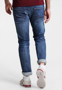 Mustang - MICHIGAN STRAIGHT - Straight leg jeans - light scratched used - 2