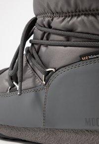 Moon Boot - LOW  WP - Zimní obuv - castlerock - 2