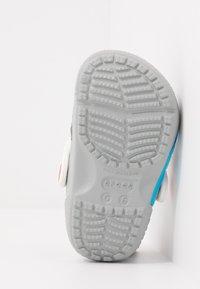 Crocs - FUN LAB NICKELODEON PAW PATROL - Chanclas de baño - light grey - 5