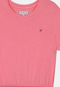 Tommy Hilfiger - BRANDED TAPE - Vestito di maglina - cotton candy - 2