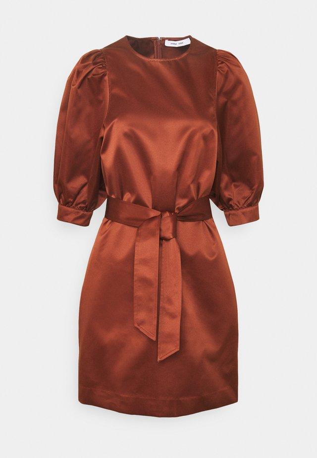 CELESTINA SHORT DRESS - Day dress - brandy brown