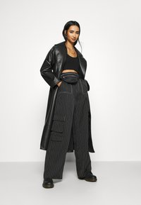 Missguided - PINSTRIPE WIDE LEG TROUSER - Kapsáče - black - 1