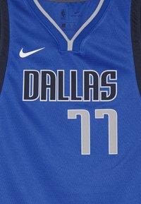 Nike Performance - NBA DONCIC LUKA DALLAS MAVERICKS BOYS ICON SWINGMAN  - Top - game royal - 3