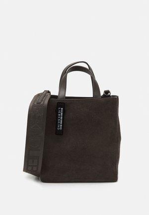 PAPER BAG S - Handtasche - dark chocolate brown