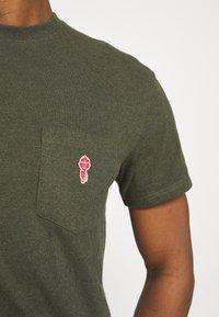 REVOLUTION - LOOSE FIT POCKET - Basic T-shirt - army melange - 3