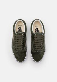Vans - OLD SKOOL UNISEX - Zapatillas - olive/true white - 3