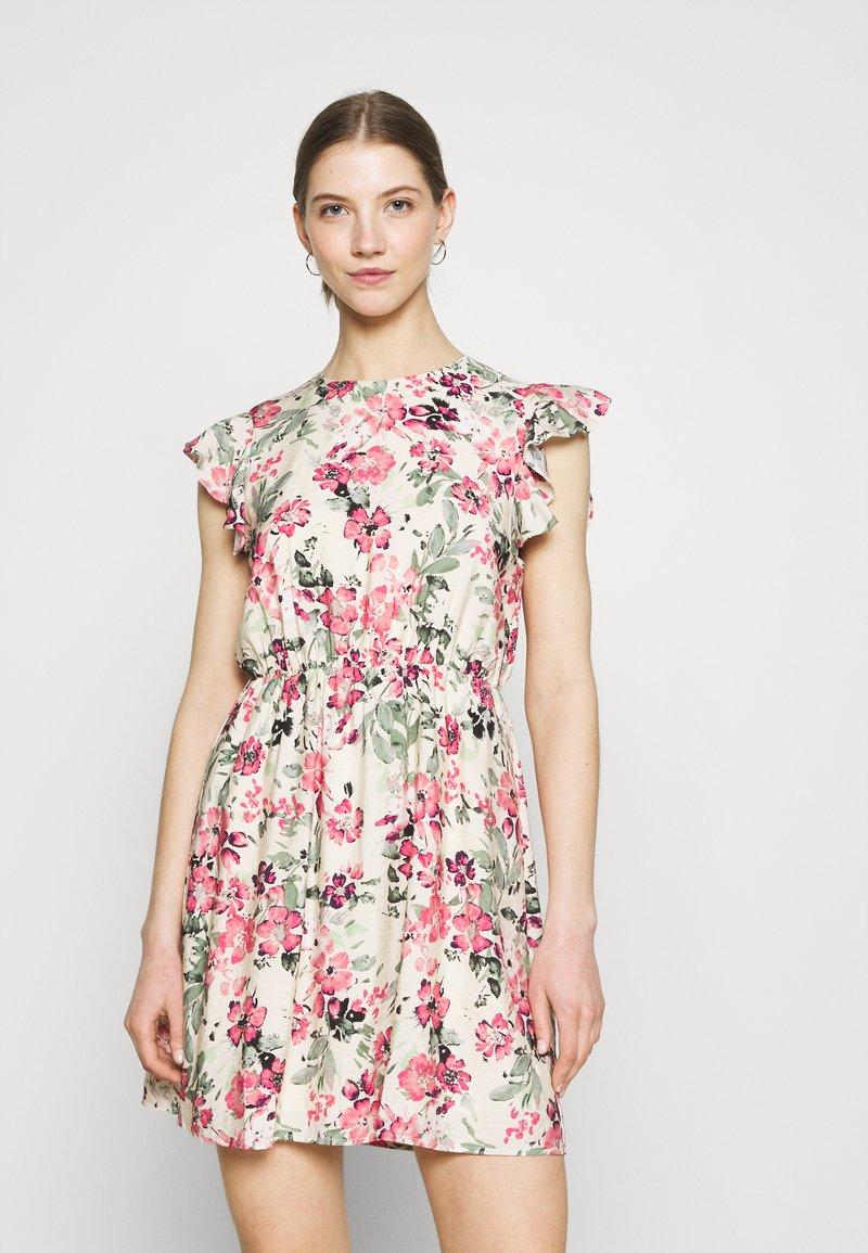 Vero Moda - VMGIGI SHORT DRESS - Kjole - birch/gigi with honey suckle
