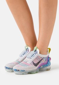 Nike Sportswear - AIR MAX VAPORMAX  - Trainers - pure platinum - 3