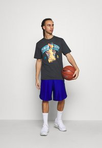 Under Armour - CURRY COMING IN HOT TEE - T-shirts print - black - 1