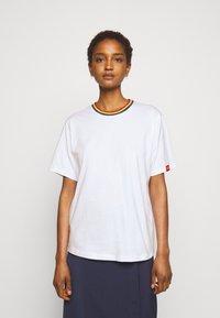Victoria Victoria Beckham - RAINBOW - Print T-shirt - white - 0