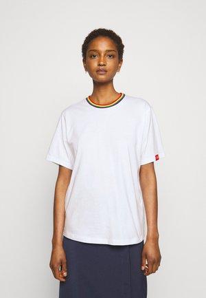 RAINBOW - Print T-shirt - white