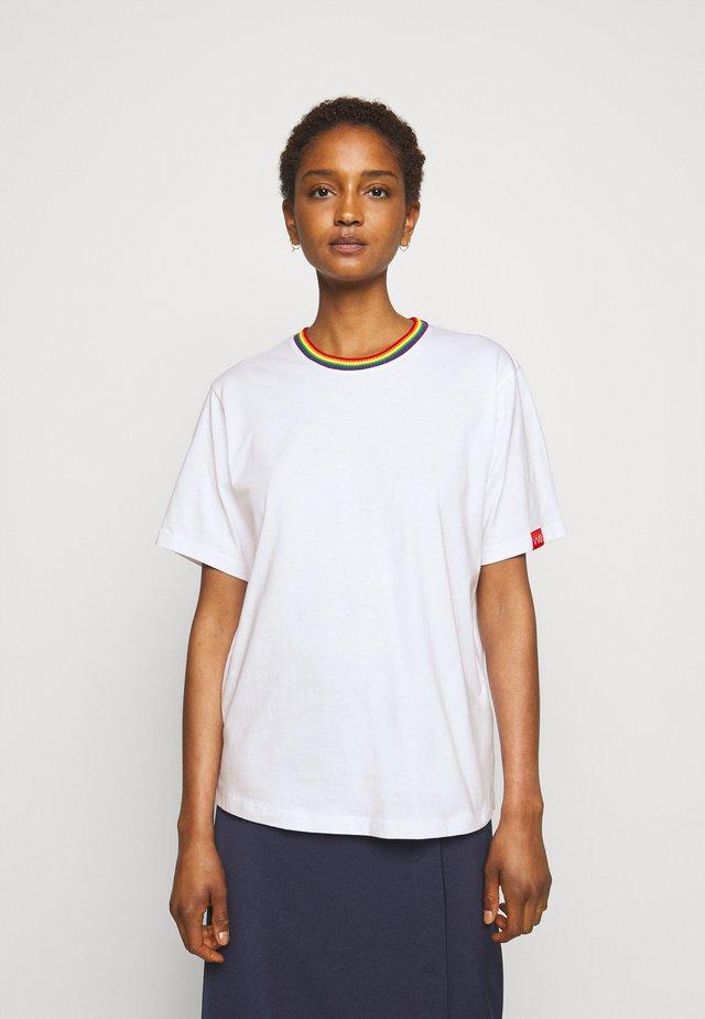 RAINBOW - T-shirt z nadrukiem - white