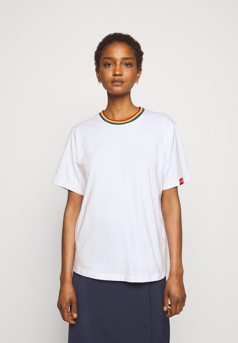 Victoria Victoria Beckham - RAINBOW - Print T-shirt - white