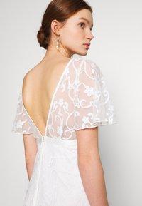 YAS - YASANASTASIA TRAIN DRESS - Suknia balowa - star white - 3