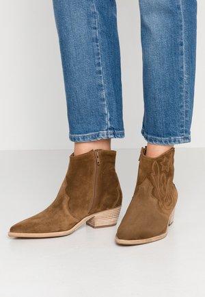 EVE - Boots à talons - bourbon/natur