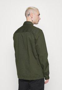 Topman - CUT'N SEW KENT COLLAR - Camisa - green - 2