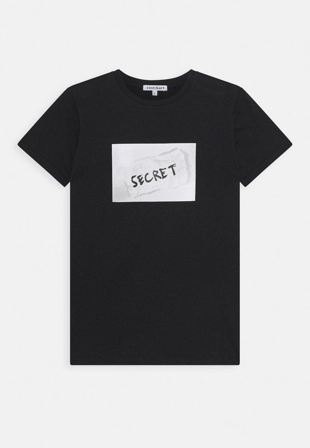 KYLE TEE - T-shirts med print - black