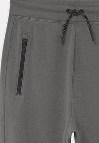 GAP - BOY FIT TECH - Teplákové kalhoty - shark fin - 2