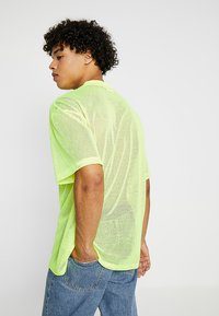 Weekday - GREAT CAPSULE - Jednoduché triko - neon yellow - 2