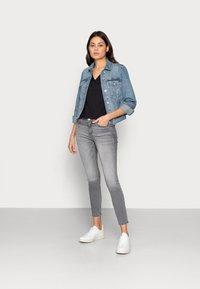 Calvin Klein Jeans - MONOGRAM SLIM V-NECK TEE - Basic T-shirt - black - 1