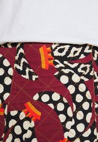 Farm Rio - ETHNIC BANANAS MINI SKIRT - Mini skirt - bordeaux - 4
