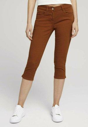 ALEXA SLIM CAPRI  - Shorts vaqueros - caramel brown
