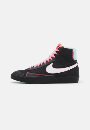 BLAZER MID '77 - Sneakersy wysokie - black/white/flash crimson/atomic pink/glacier ice