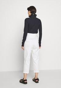 LIU JO - PANT CARROT SENZA PAIETTE - Pantalones - star white - 2