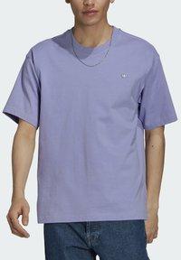 adidas Originals - PREMIUM TEE UNISEX - T-shirts basic - light purple - 4