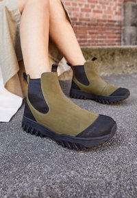 Woden - MAGDA TRACK BOOT - Classic ankle boots - black - 5